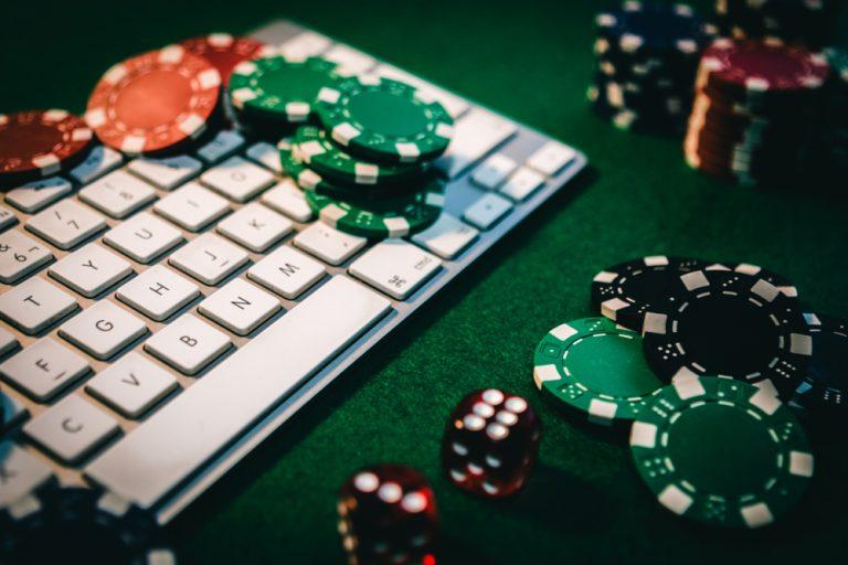 Tips Bermain Poker Online, Ayo Disimak Sebelum Bermain!